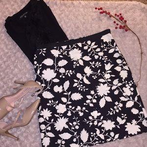 Petite Sphisticate strech pencil skirt size 6